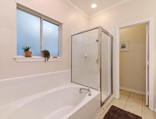 Bathroom 1 (Ensuite)