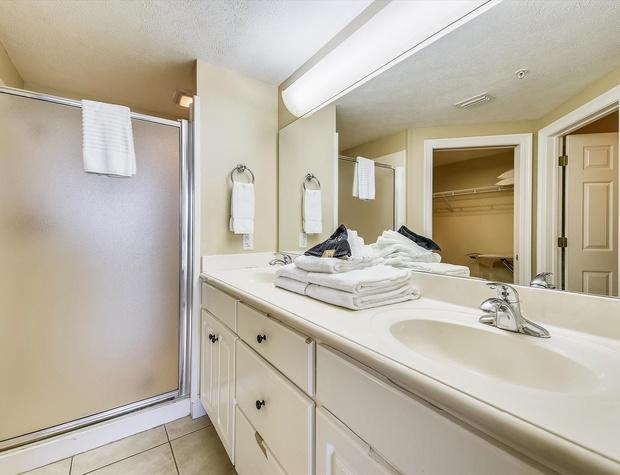 Main Level-Master Bath-KLH6275.JPG