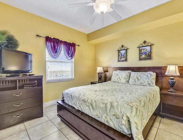 Main Level-Bedroom-KLH0170.JPG