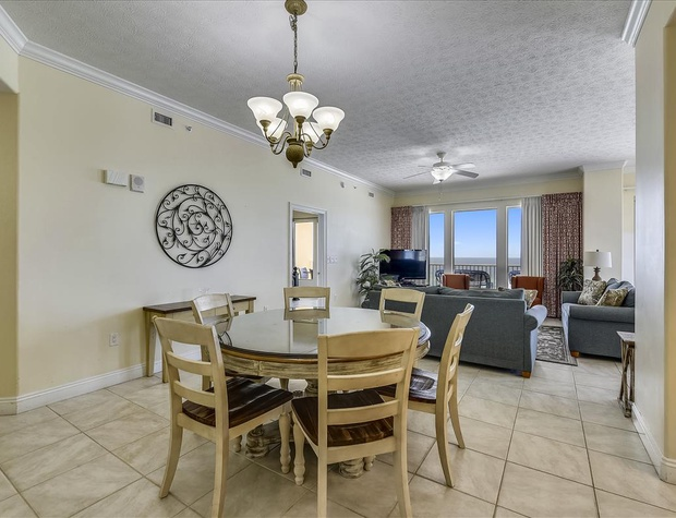 Main Level-Dining Room-KLH8951.JPG