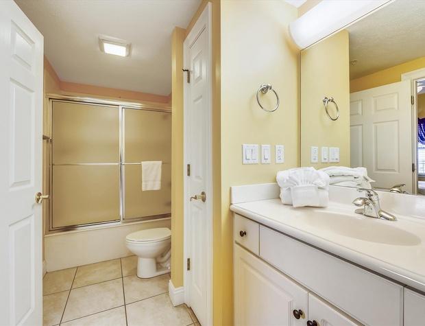 Main Level-Bath-KLH0180.JPG
