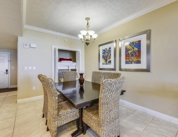 Main Level-Dining Room-KLH6220.JPG