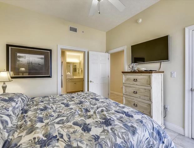 Main Level-Bedroom-KLH8911.JPG