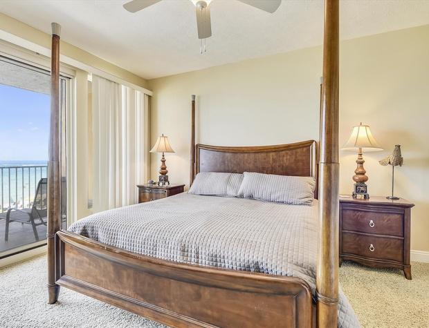 Main Level-Master Bedroom-KLH6255.JPG