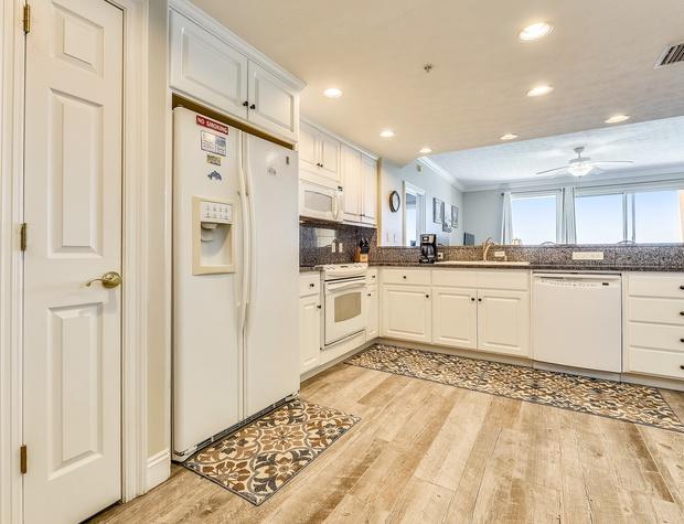 Interior-Kitchen-KLH5562.JPG