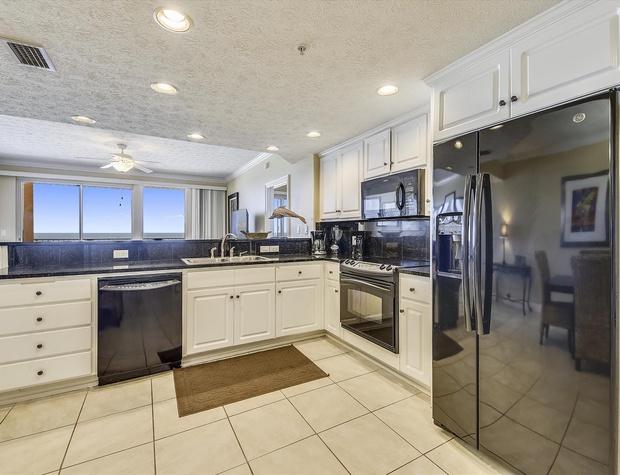 Main Level-Kitchen-KLH6215 (1).JPG