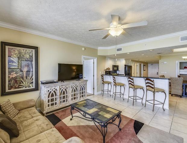 Main Level-Living Room-KLH6245.JPG