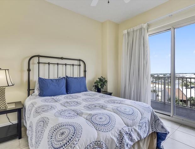Main Level-Bedroom-KLH8876.JPG