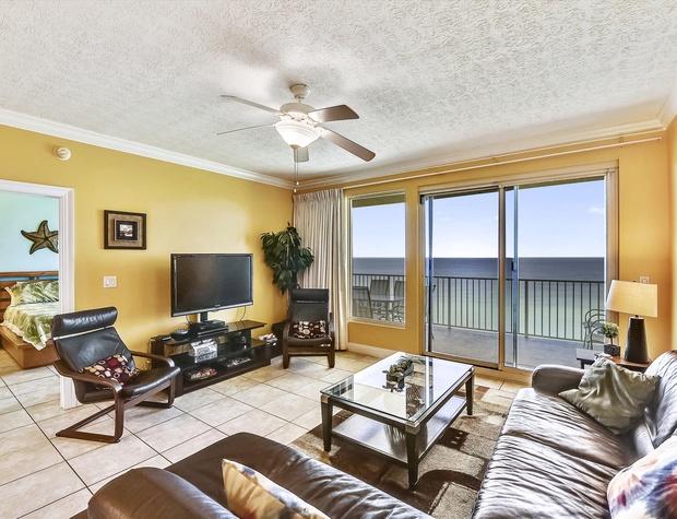 Main Level-Living Room-KLH0230.JPG