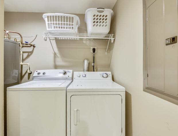 Main Level-Laundry-KLH6802.JPG