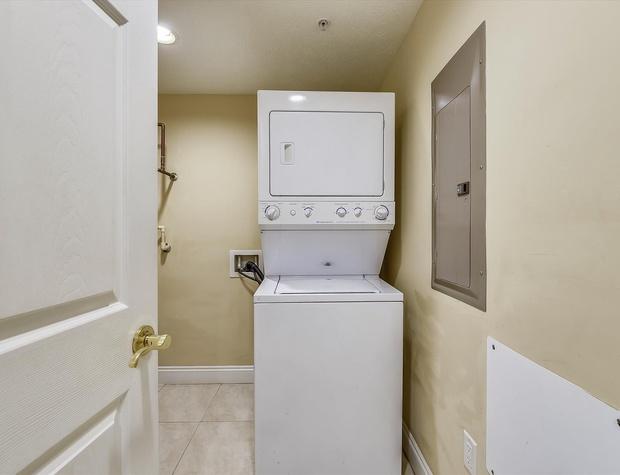 Main Level-Washer Dryer-KLH6180.JPG