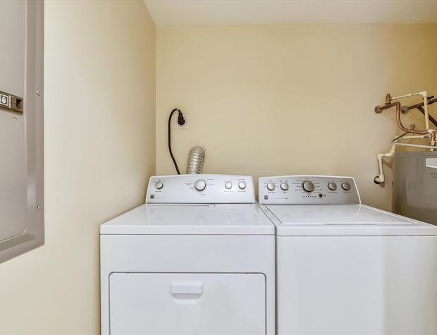 Main Level-Laundry-KLH0165.JPG