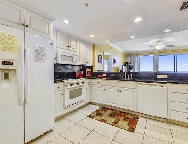 Main Level-Kitchen-KLH0195 (3).JPG