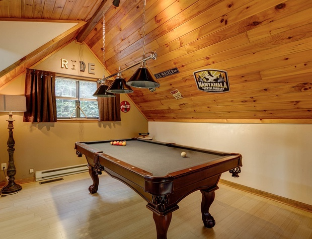Buckhorn Watershed Cabins - Buckhorn pool table