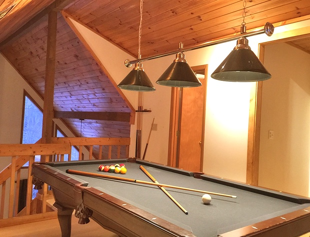 TriPeaks Cabin Group Watershed Resort - Buckhorn pool table