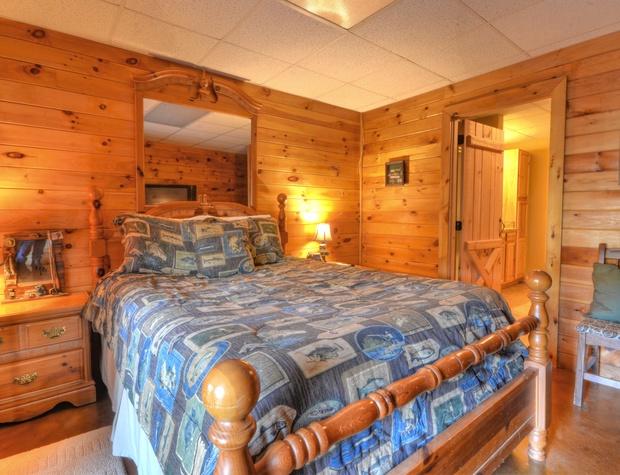 Basement Bed 2b.jpg