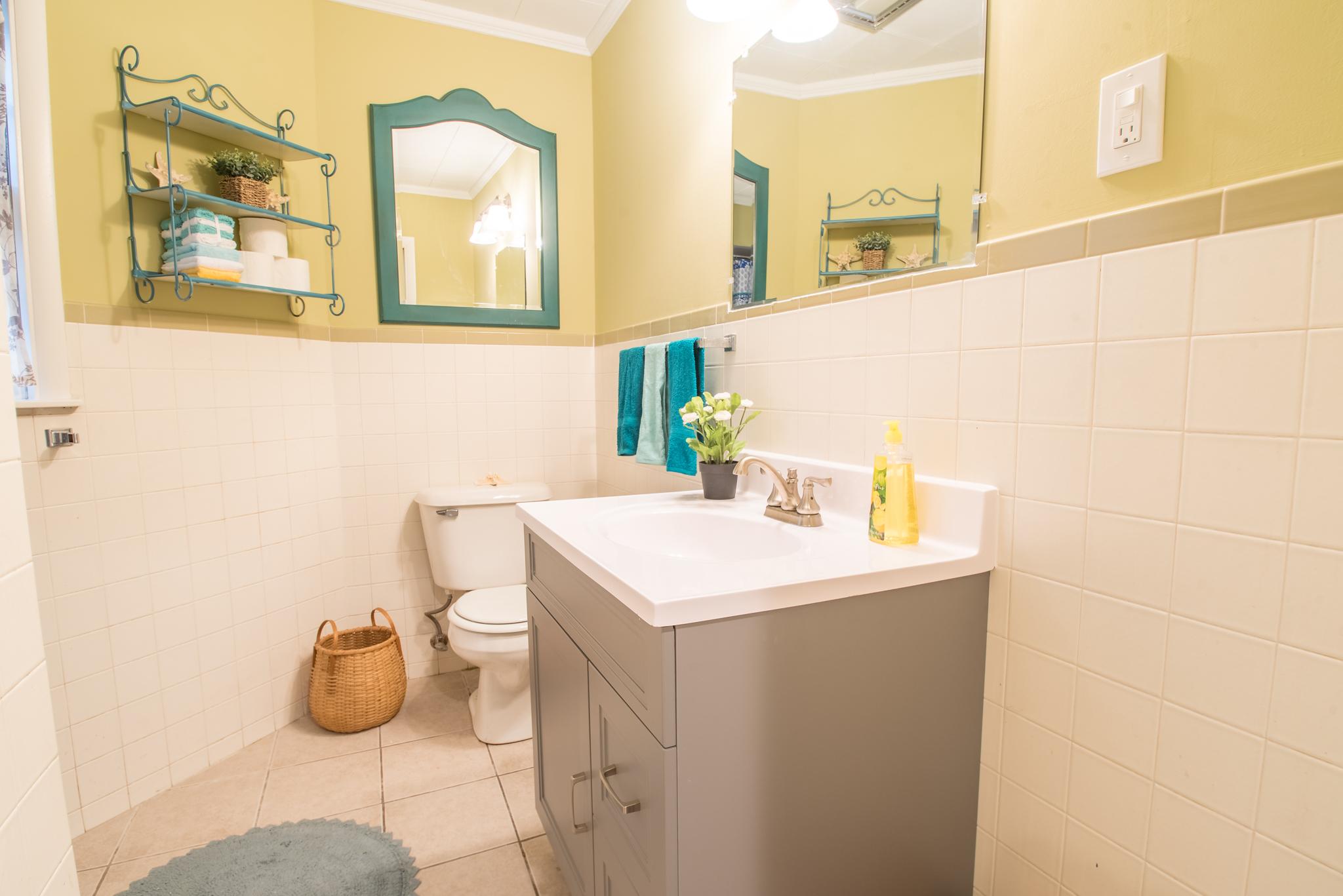 Renovated, bright full bath
