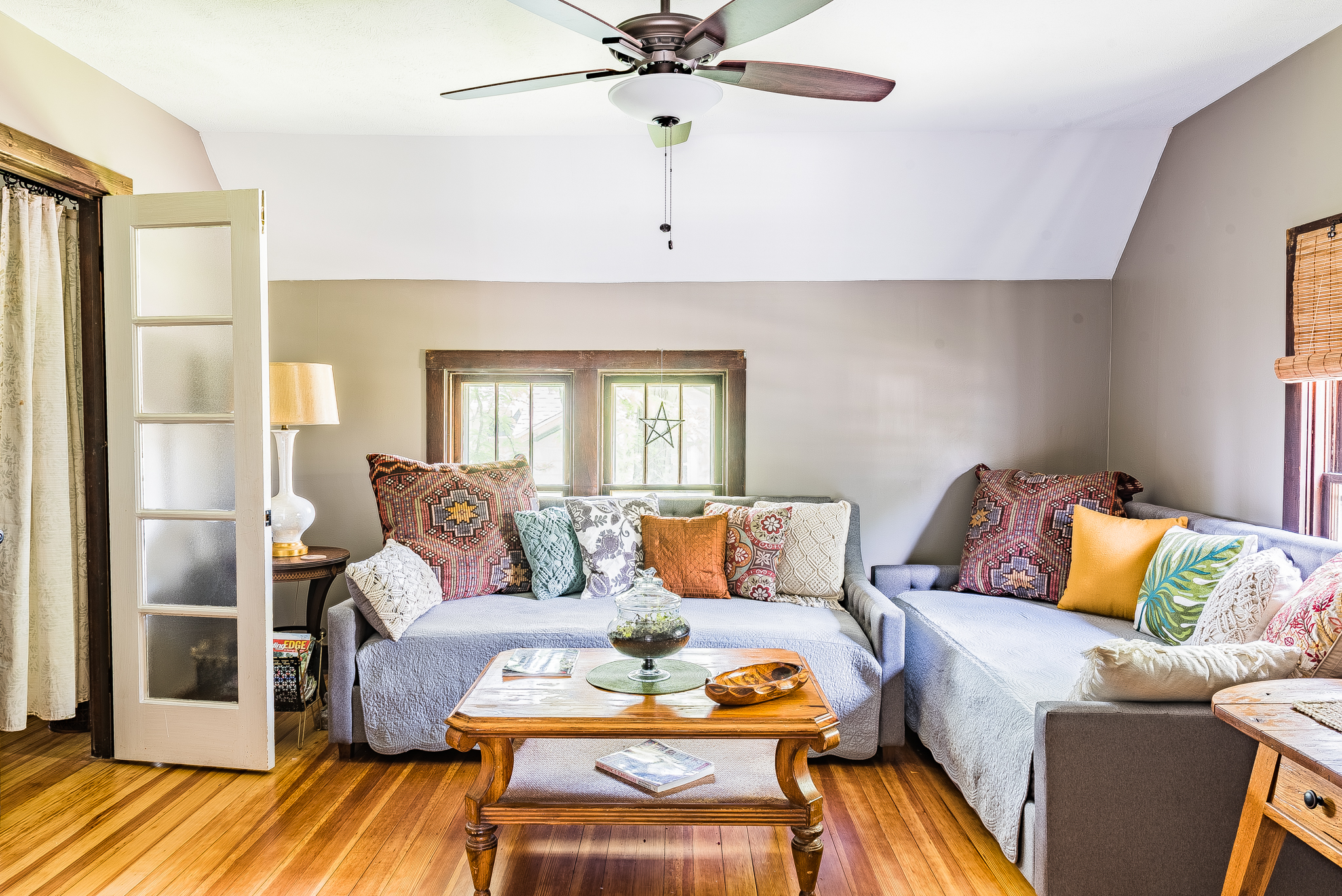 Living room with two twin daybeds