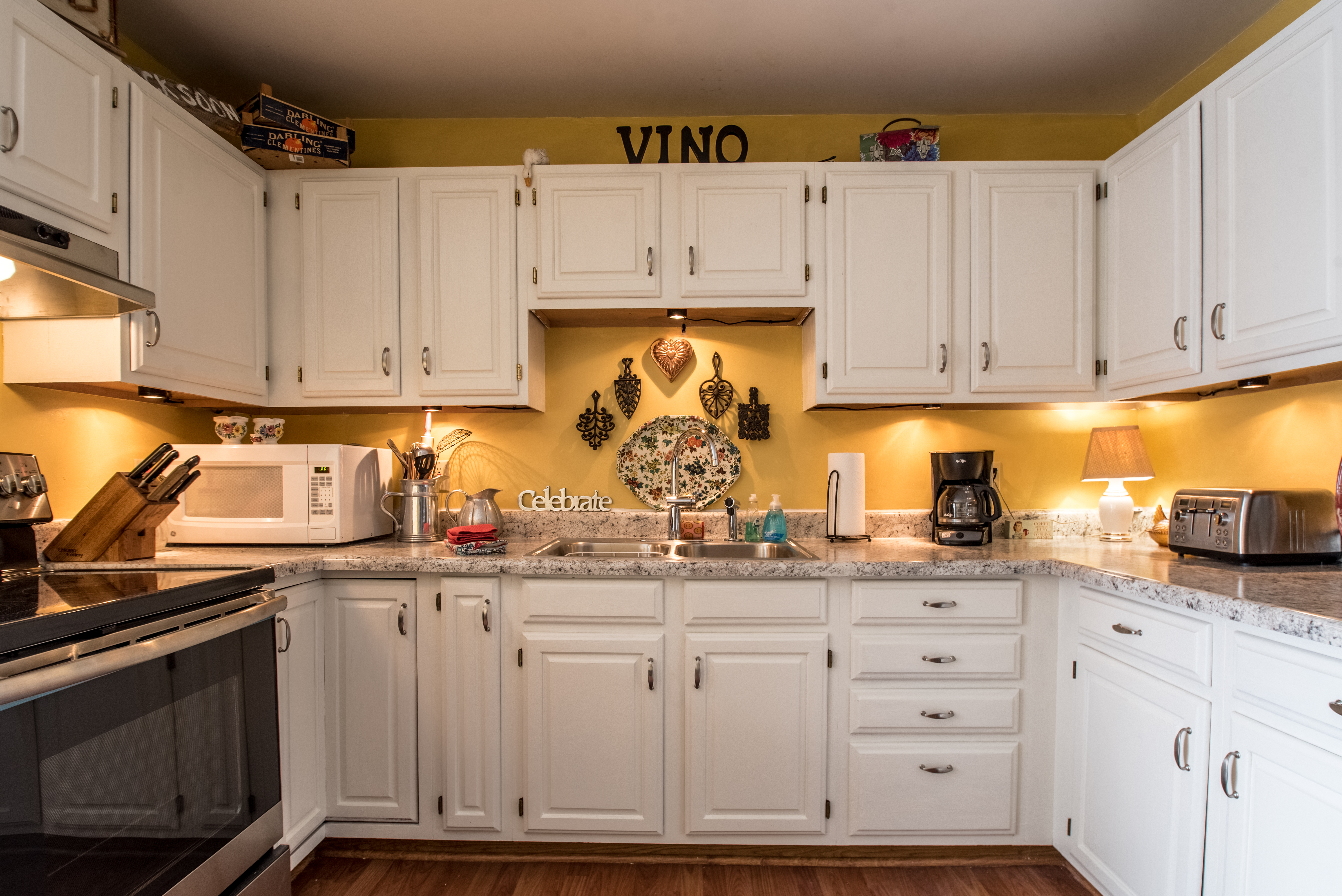 Updated kitchen with everything you need!