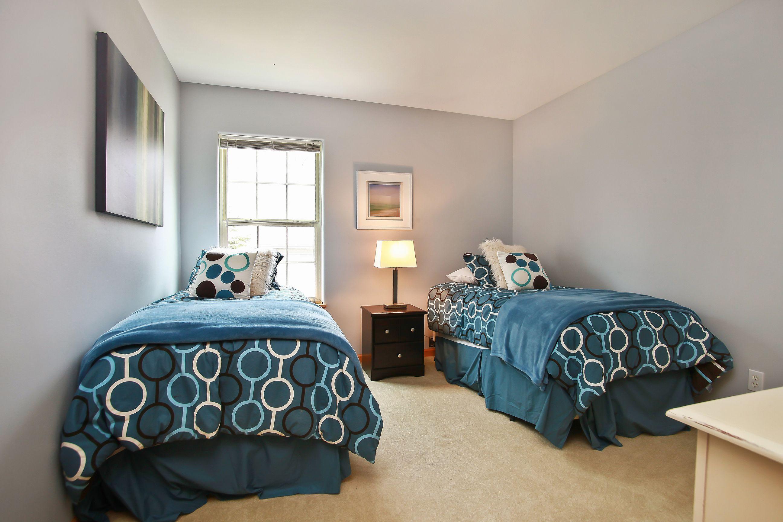 16_W5619WestshoreDrive_18001_Bedroom_HiRes.jpg
