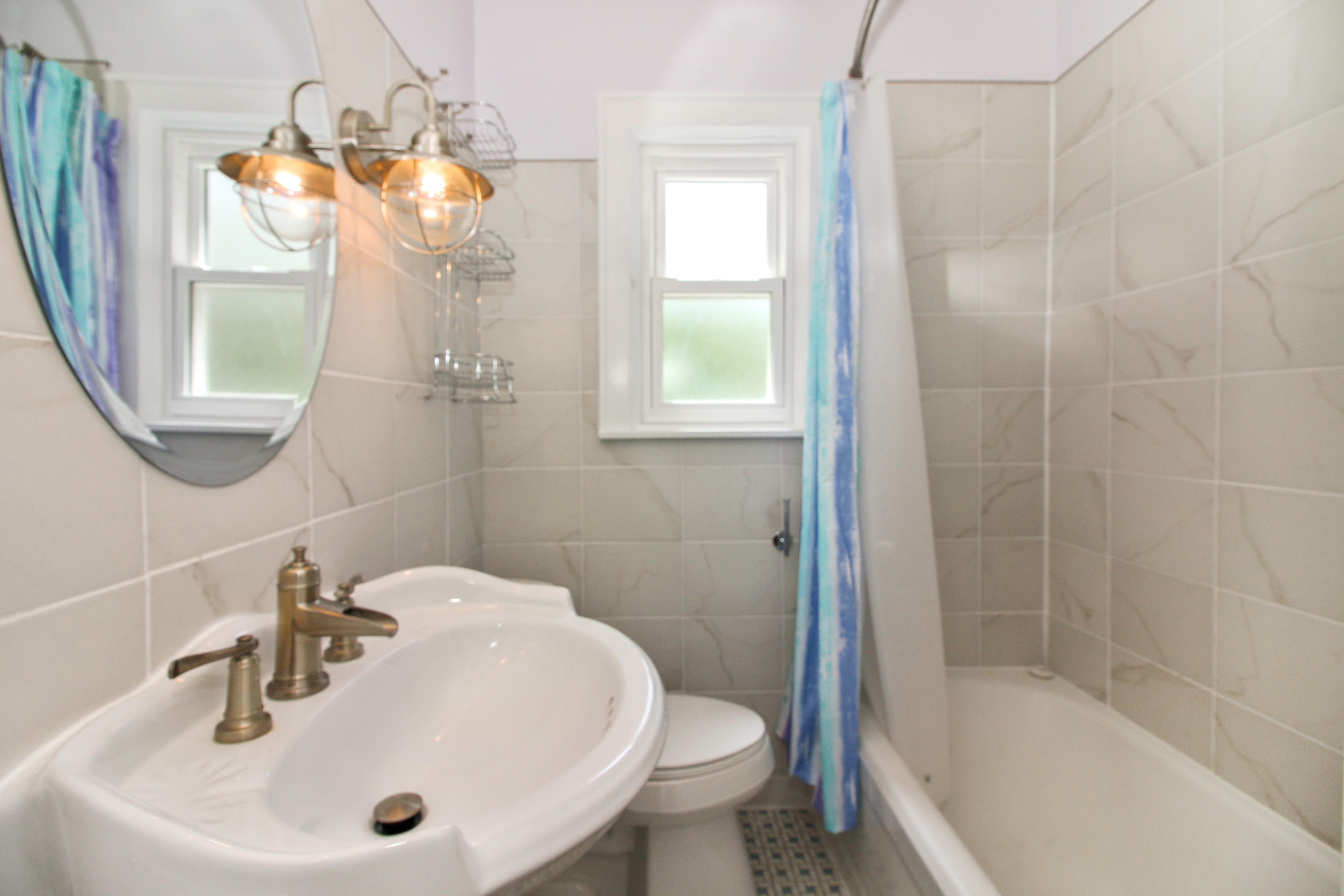 07_1944BluffLn_8_Bathroom_HiRes.jpg