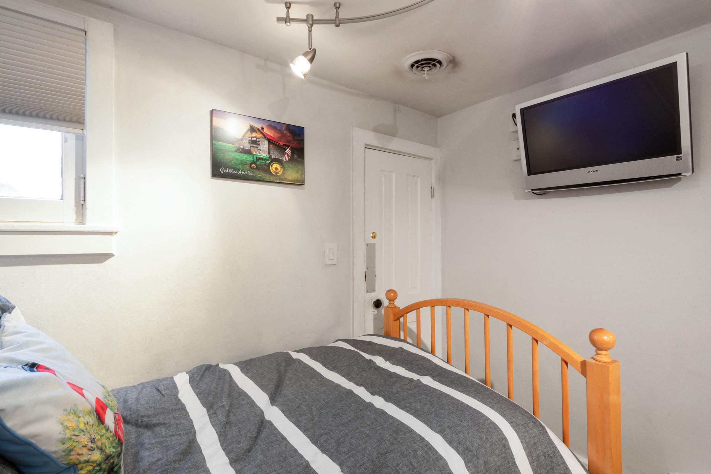 3rd Upstairs Bedroom 2.jpg