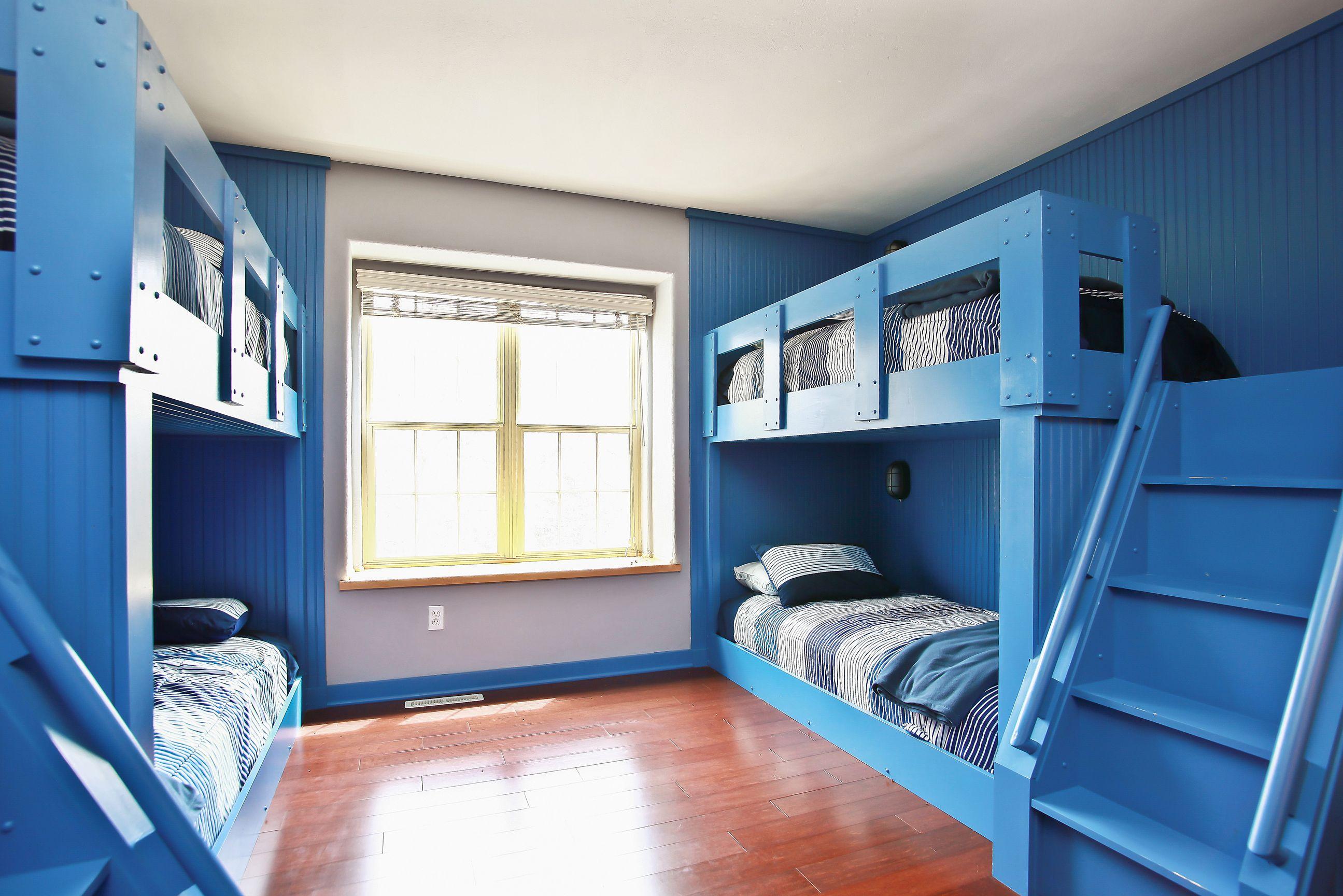 15_W5619WestshoreDrive_18_Bedroom_HiRes.jpg